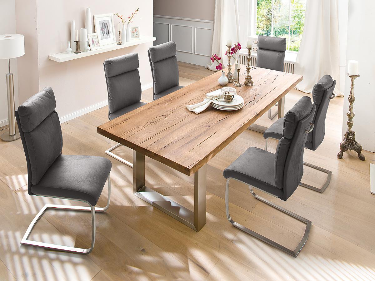 Nowoczesne krzesła tapicerowane na płozach do jadalni w stylu włoskim