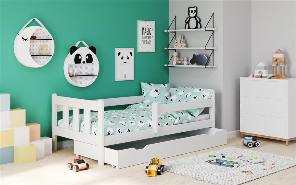 Zobacz na to wygodne, białe łóżko dziecięce  z pojemnikiem na pościel i barierkami zabezpieczającymi