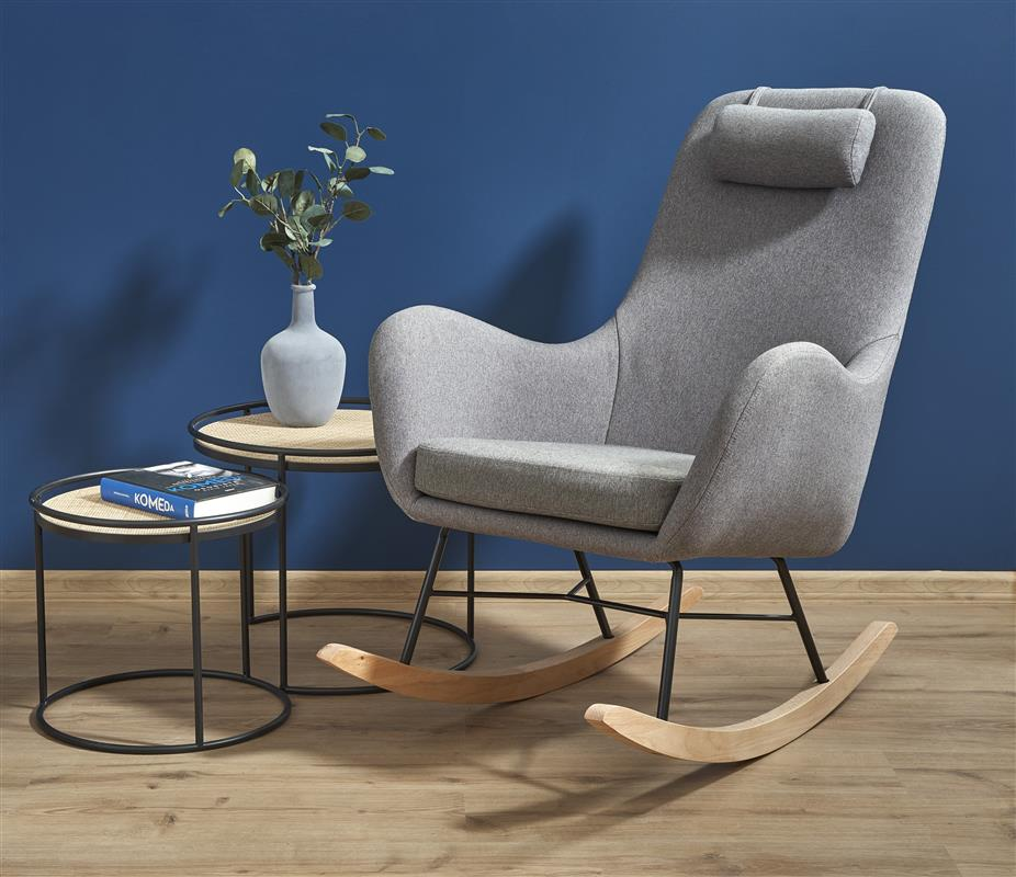 Bujany fotel wypoczynkowy na drewnianych płozach