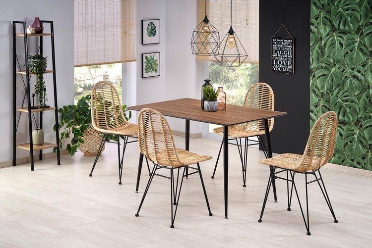 Krzesło rattanowe w stylu industrialnym doskonałe do salonu i na balkon