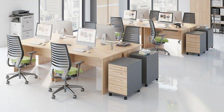 Duże proste biurko do gabinetu