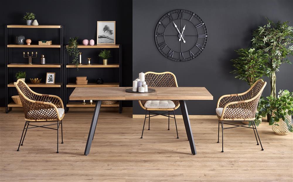 Rozkładany stół na czarnych stalowych nogach