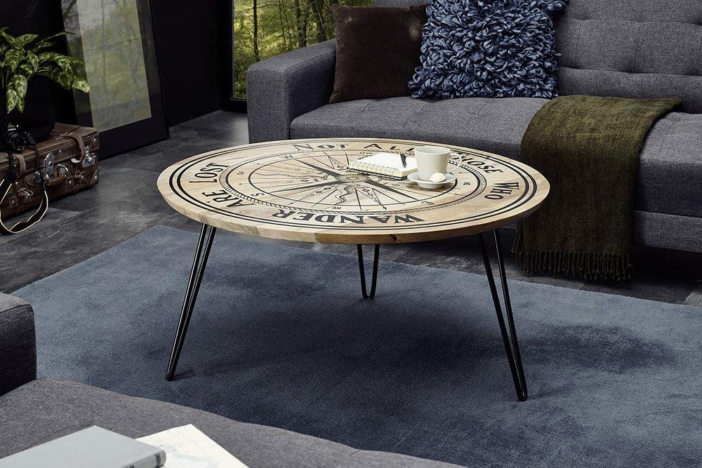 Okrągły stolik kawowy przypominający kompas, to stylowy dodatek do wnętrza i doskonałe miejsce na wspólne spotkania z przyjaciółmi.