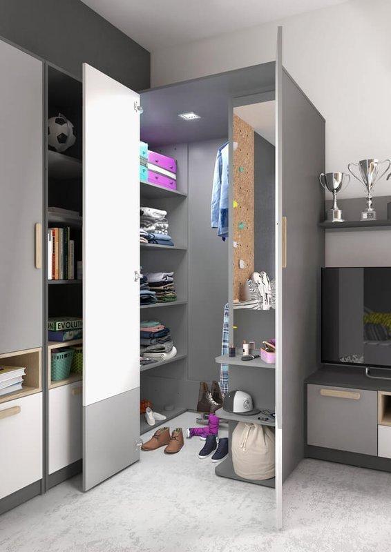 Pojemna szafa garderobowa dla nastolatka