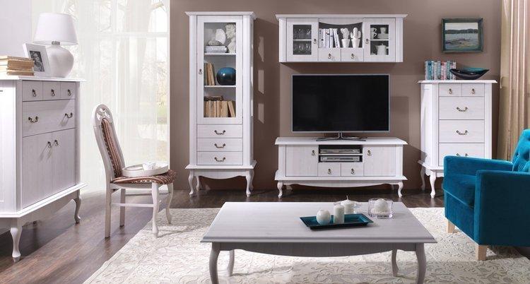 Biały zestaw mebli do eleganckiego salonu w stylu prowansalskim